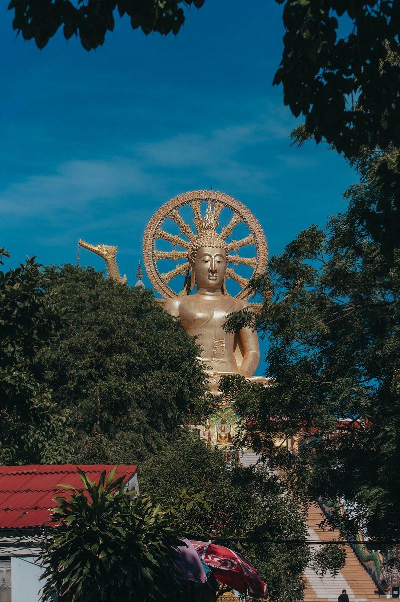 Ansicht des Big Buddha aud Koh Samui etwas weiter entfernt