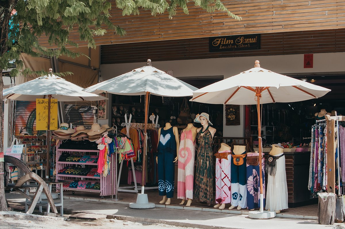 Bekleidungsgeschäft und Souvenirladen auf dem Markt das Wat Phra Yai
