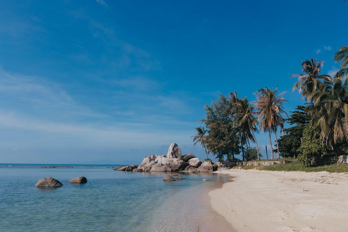 Ansicht Laem Set Beach Koh Samui Felsformation im Meer