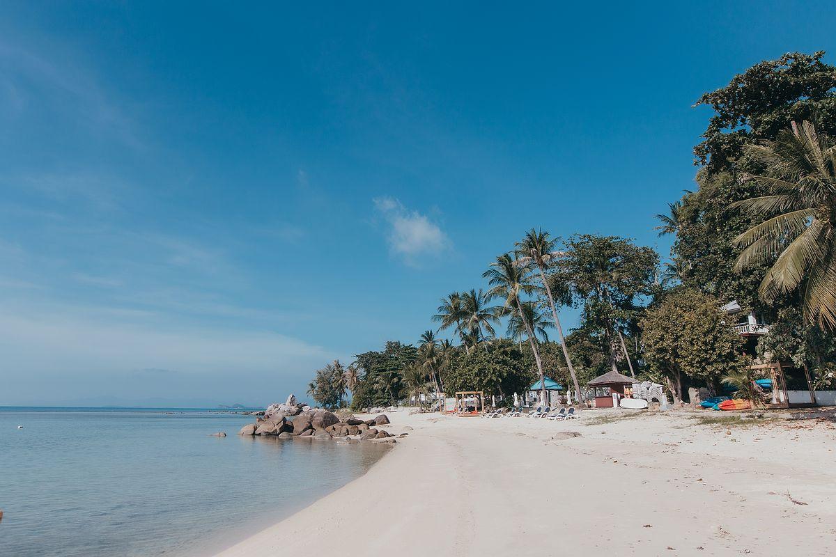 Ansicht des ruhigen Laem Set Beach auf Koh Samui
