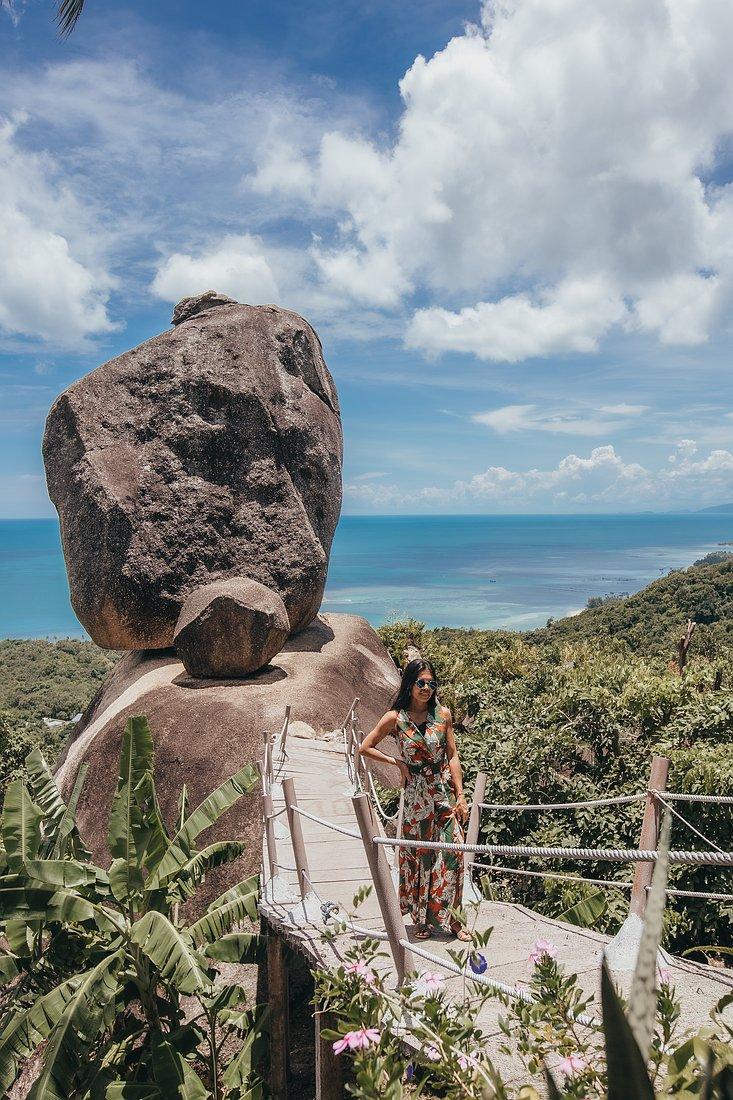 Der Overlap Stone Koh Samui. Aussicht auf das blaue Meer