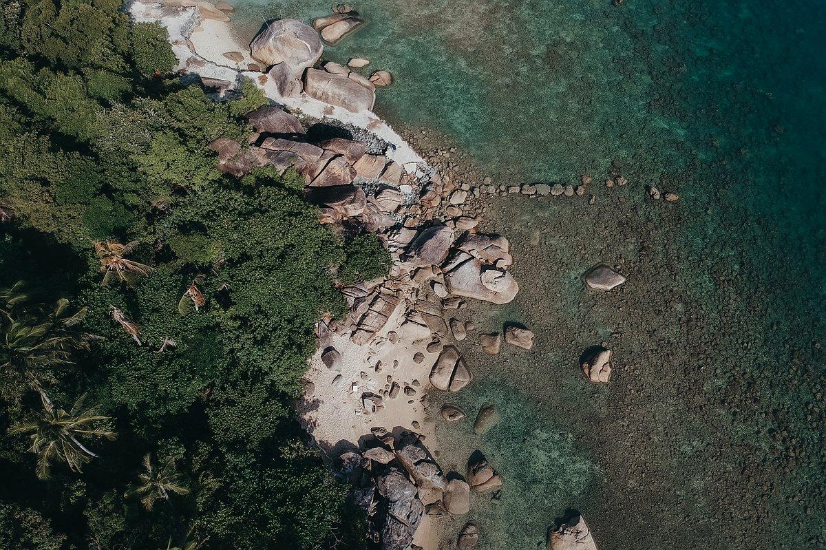 Silver Beach Koh Samui - Luftaufnahme der Felsformationen des Strandes mit der Drohne