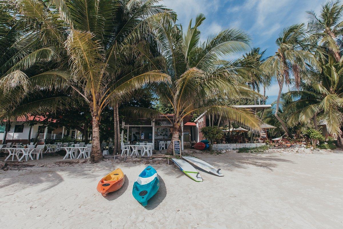 Silver Beach Koh Samui -Ansicht eines Strandrestaurants mit Kajak Booten