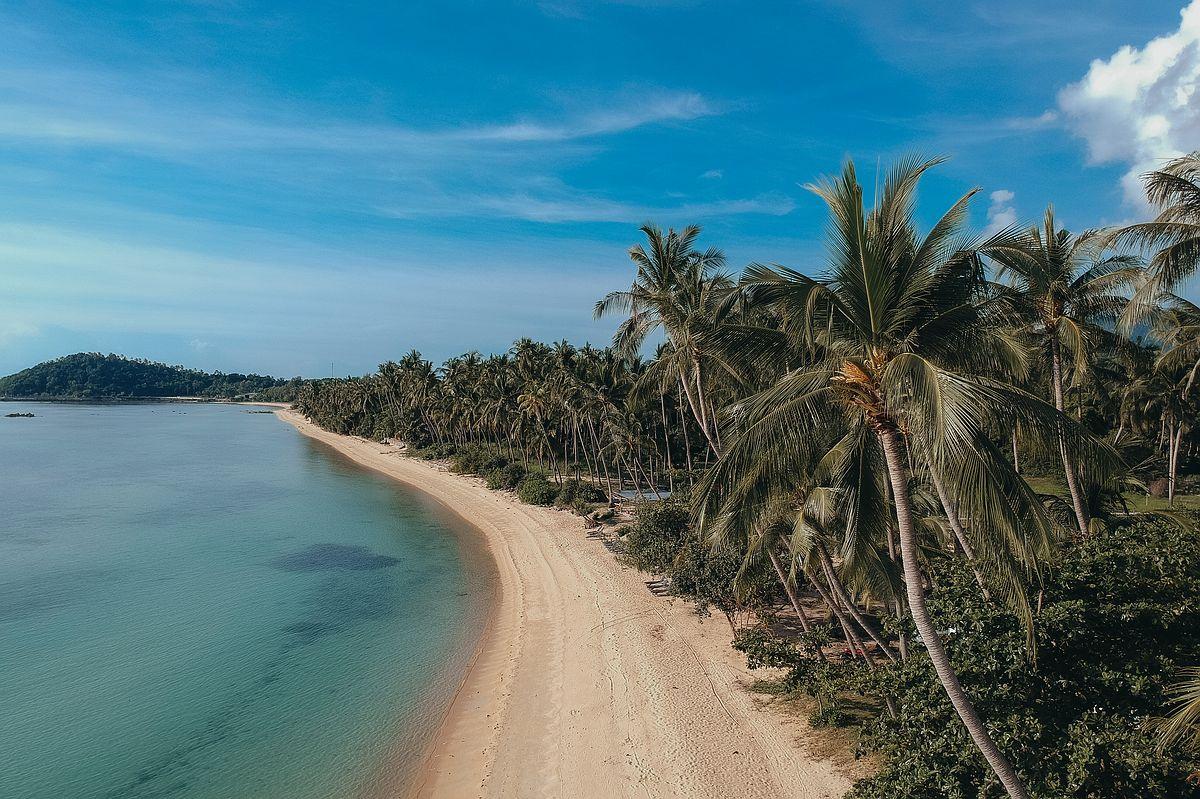Taling Ngam Beach Koh Samui Drohnenaufnahme eines leeren Strandes