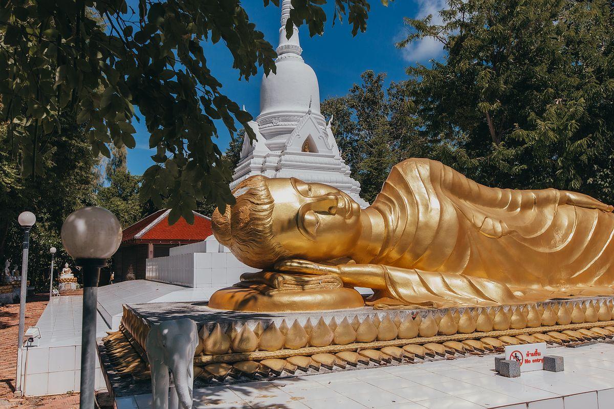 Wat Khao Chedi Tempel Koh Samui - Nahaufnahme der goldenen Buddha Statue