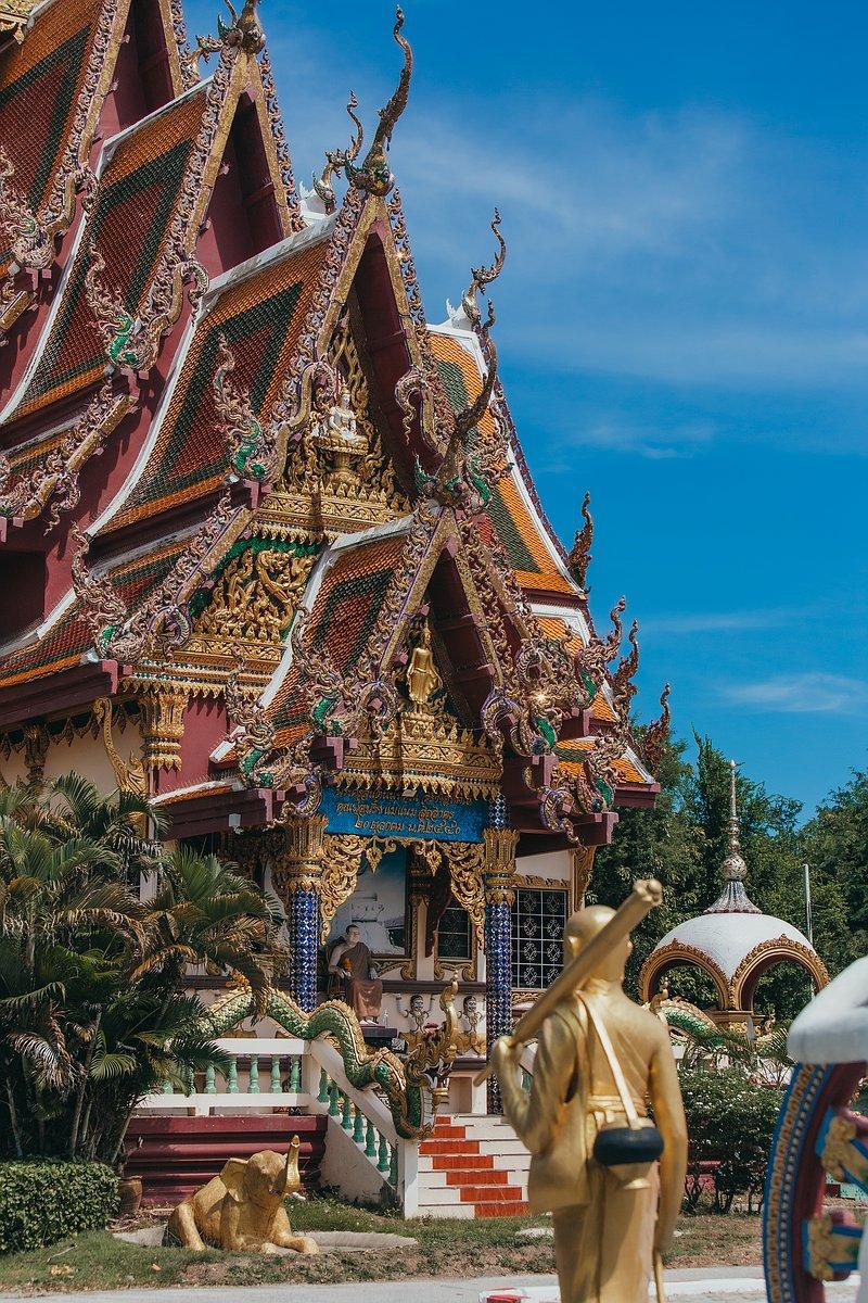 Detailansicht Tempel Wat Plai Leam auf Koh Samui im Morgenlicht