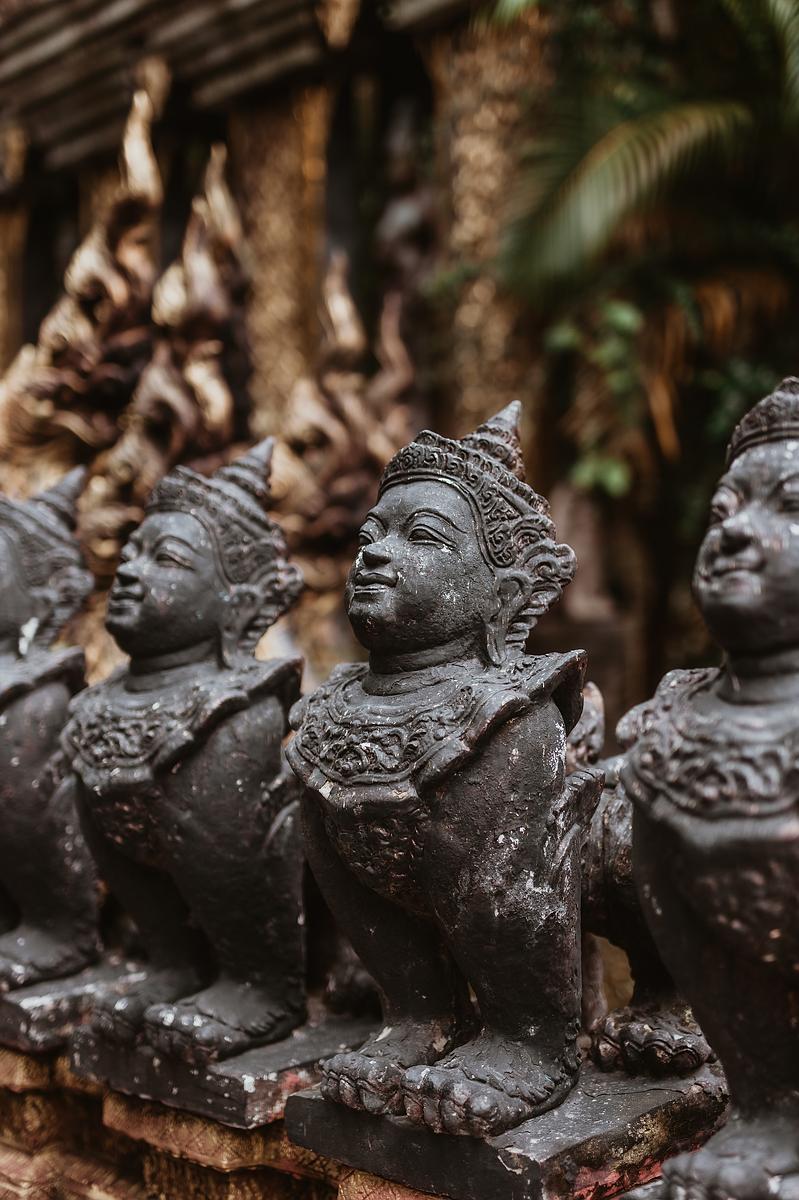 Dusit Dhewa Koh Samui Cultural Center - Skulpturen am Eingangsbereich