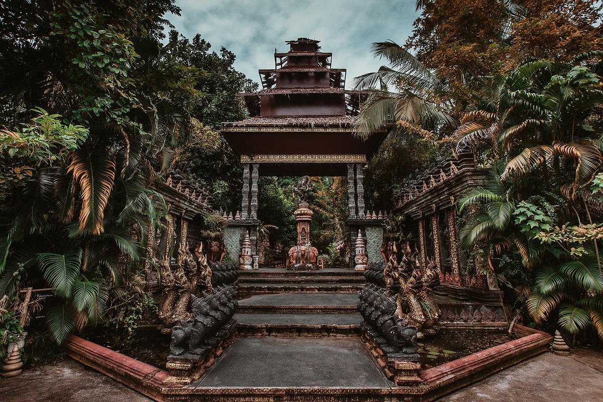 Dusit Dhewa Koh Samui Cultural Center - Frontansicht vom Haupteingang